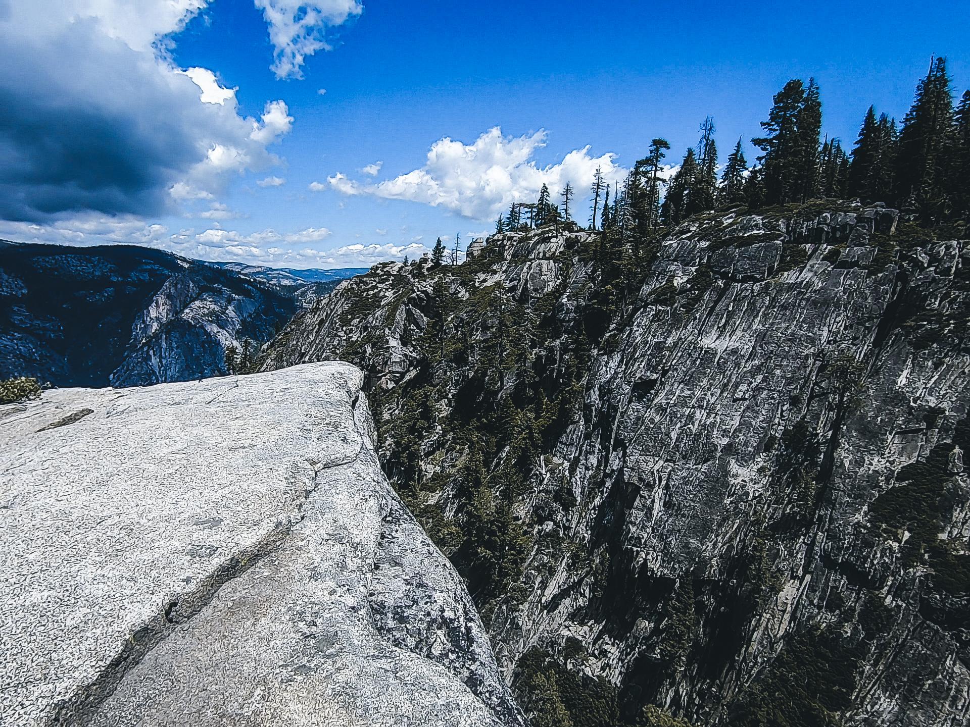 Taft Point Yosemite - Herschl.jpg