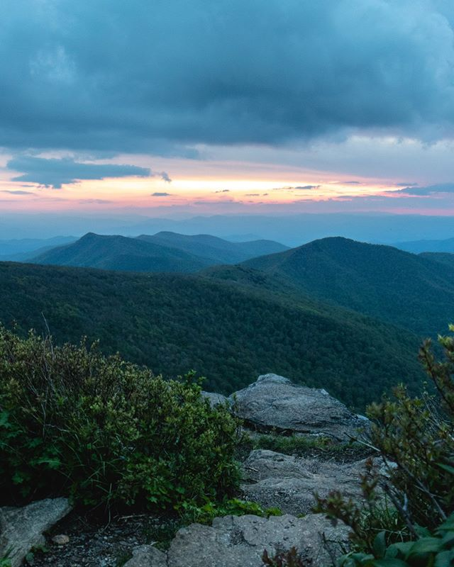I can't wait to revisit beautiful Asheville this fall! @0ceanjasper are you ready? 😍⛰️⁠ ⁠ ⁠ ⁠ #mountain_world #mountainaddict #ashevillenc