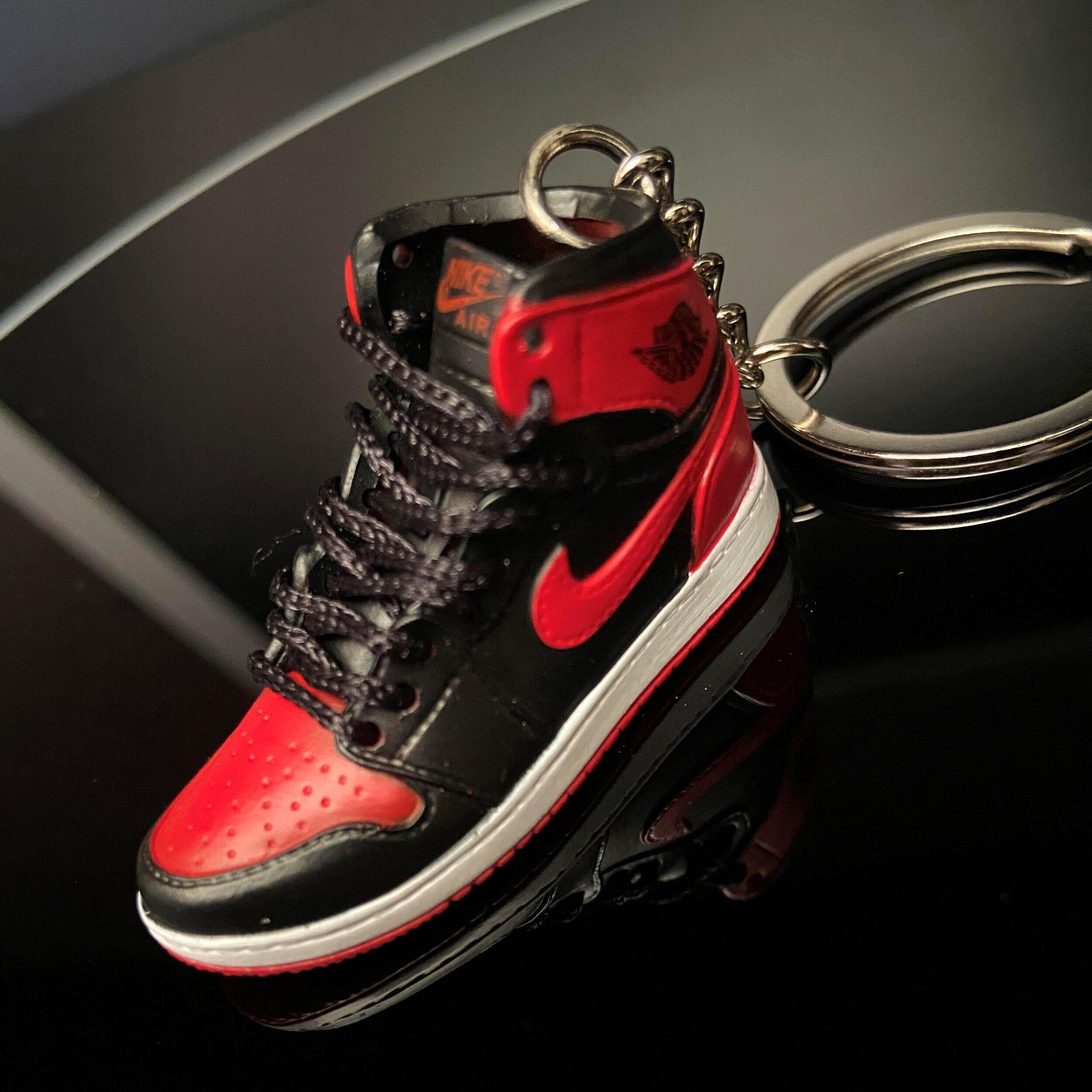 3D mini sneaker keychain Air Jordan 1 Retro High OG BanneD — MobileCity 7