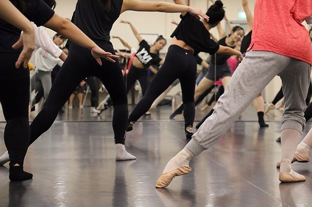 Thank you for joining us in our first Contemporary Ballet Workshop at @funansg on Saturday! 👯‍♀️🎉 Can't wait for our next workshop! — Come take a trial class with us every Monday & Thursday @ 8pm. Call or email us to book a spot. ☎️ 📷: @vivianchan1704 #wingstoswings