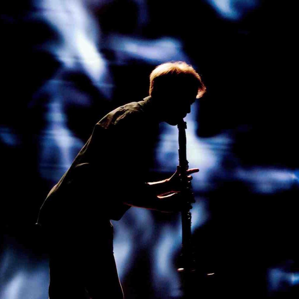 lauri sallinen - Toinen Seasons of Silencen taiteellisista suunnittelijoista, klarinetisti Lauri Sallinen tunnetaan omaäänisenä ja valovoimaisena esiintyjänä sekä perinteisen klassisen että uuden musiikin saralla. Kamarimuusikkona hän on yksi Suomen kysytyimmistä klarinetisteista, jota kuullaan säännöllisesti musiikkifestivaaleilla Suomessa ja ulkomailla.Kuva: Katri Naukkarinen