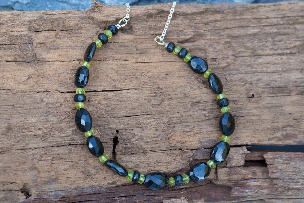 Peridot and faceted black spinel beaded necklace - £60