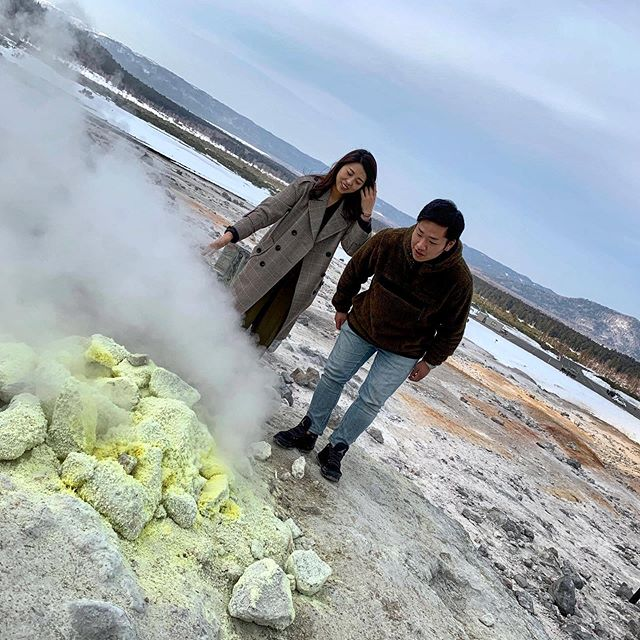 Feel the earth alive in Mount Io in Hokkaido 🌋Boiled eggs cooked in volcanic steam here taste sooo good 🥚💓Must try!😍     Details from bio . #volcano #mountains #mountain #outdoor #hiking #nature #naturephotography #travel #traveling #hokkaido #japan #北海道