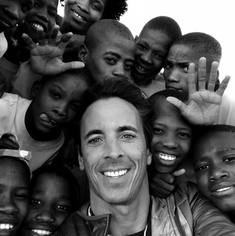 FILIPE CANTO E CASTRO    Fundador   Sonhador, entusiasta e obstinado, desde muito cedo que deseja contribuir para um mundo mais justo e humano. Criou a Associação 1% e é com sentido de missão que investe em projetos que tenham um real impacto nas atitudes e comportamentos, inspirando maior solidariedade. Acredita que se cada um de nós for 1%, podemos mudar a vida de alguém em 100%.