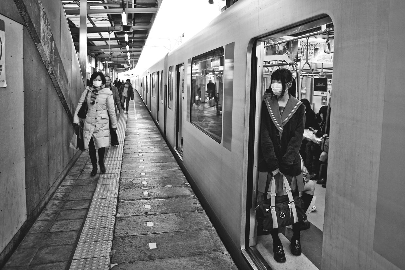 school-girl-on-a-train-bw-w-pak-han.jpg