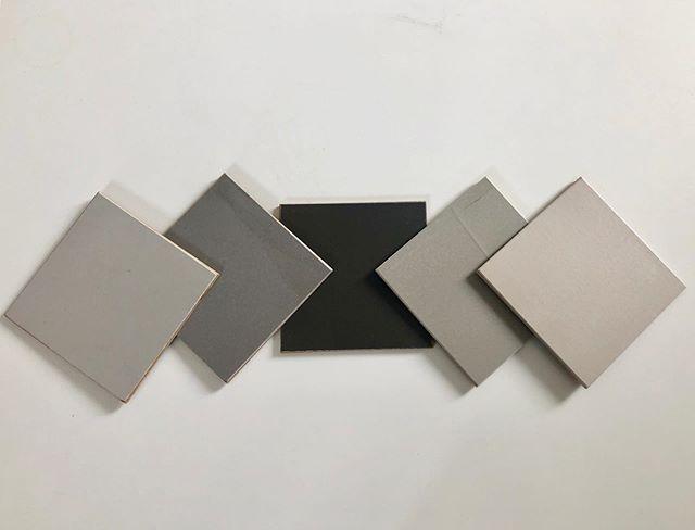 Pigg på att ha ett snyggt & industriliknande golv?  Då är det färgskalan Sol du ska titta på!  Savameas microcement appliceras i sex steg beroende på det befintliga underlaget. Resultatet blir unikt och slitstarkt!  #emzon_design #savamea_norden #savamea_sol_luna #savamea_metallico #savamea_rustiko_keramiko