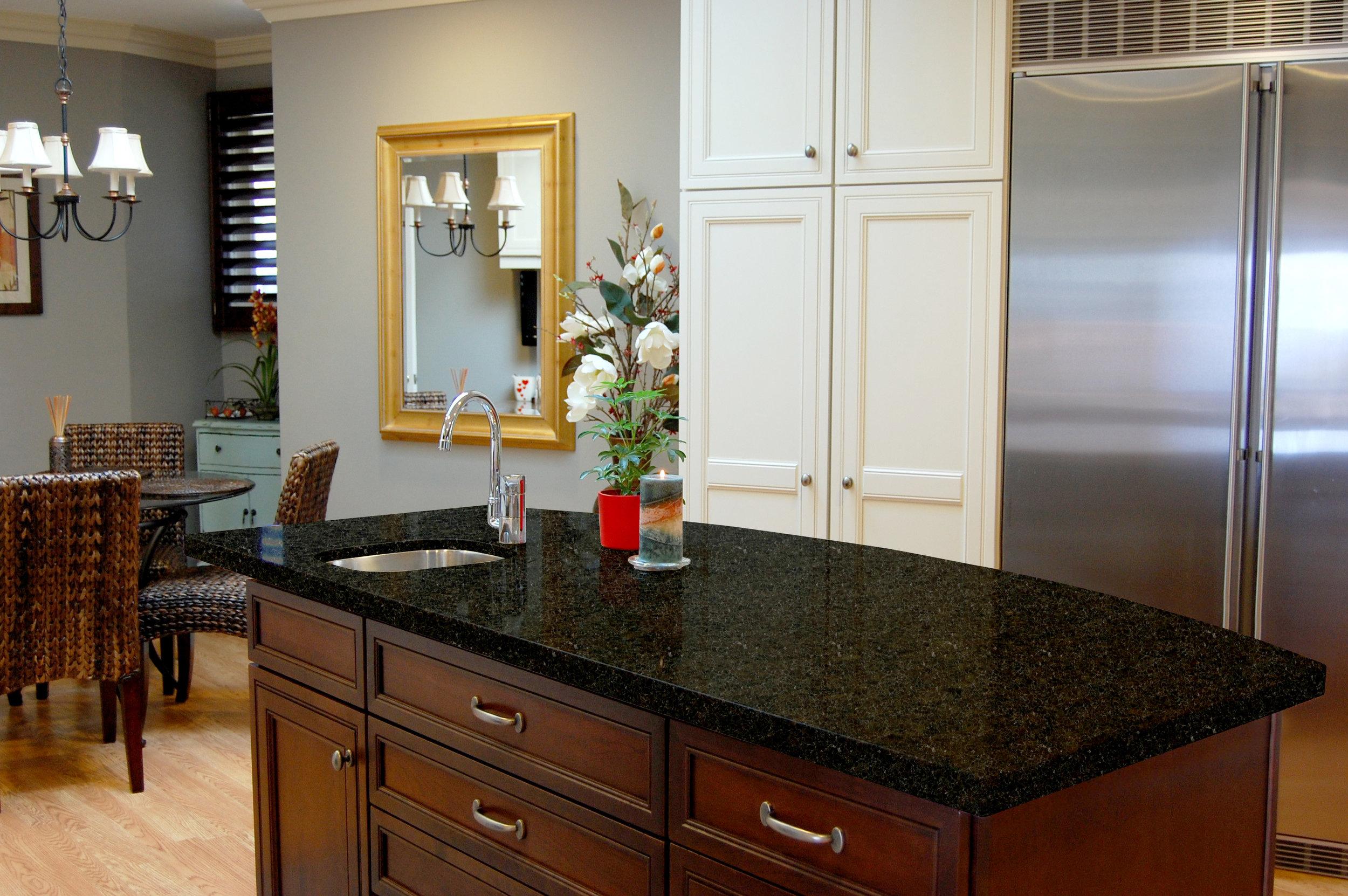 Luxury Multi-Unit: Island Countertop