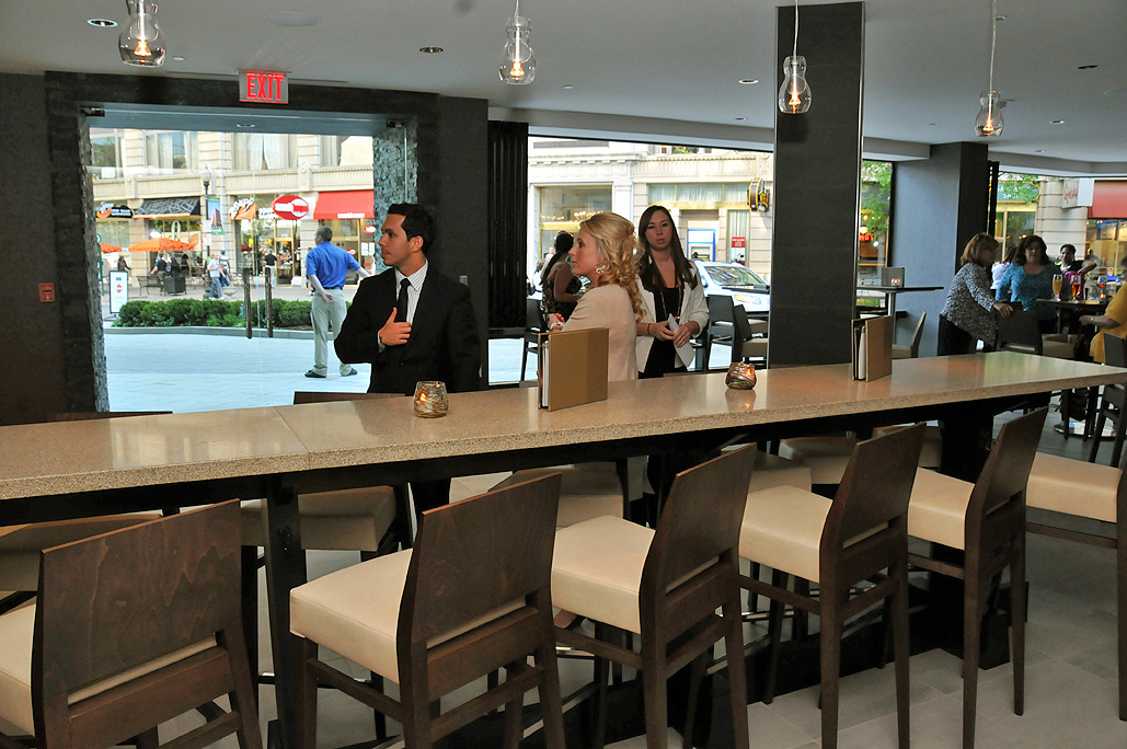 Hyatt Sway Lounge: Divider