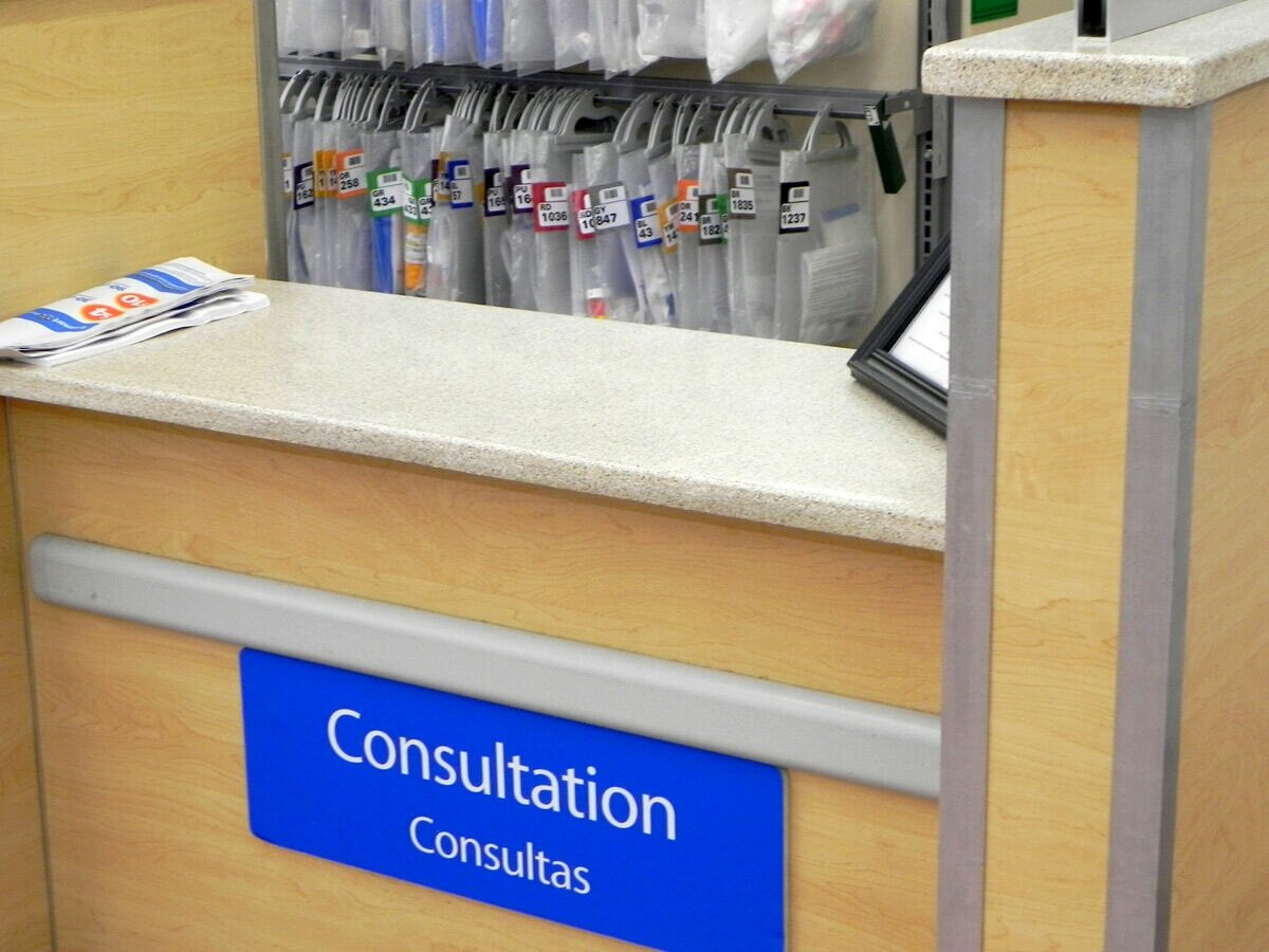 Walmart: Pharmacy Countertop