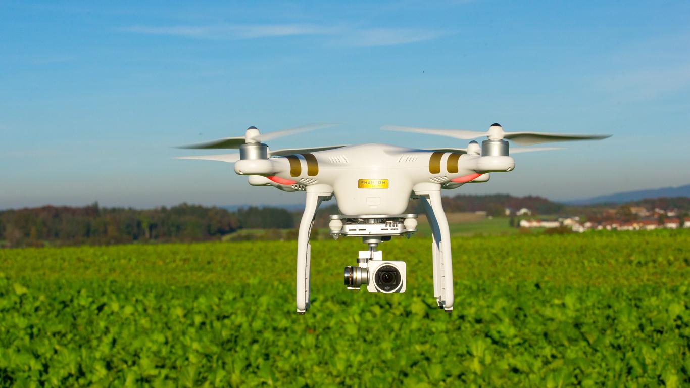 DroneUAV-in-flight-619396622_1369x771.jpeg