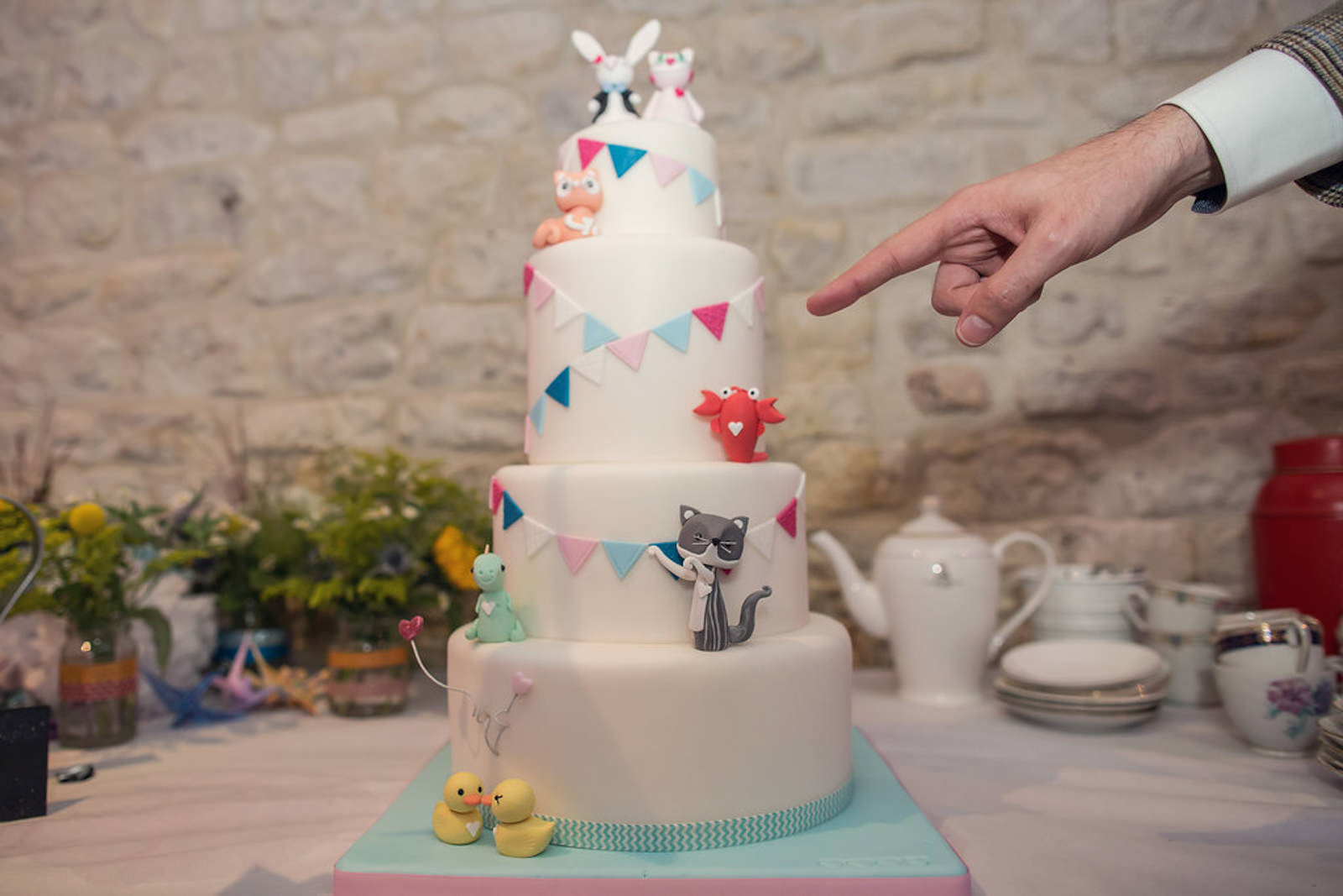 wonderland-wedding-cake-vegan.jpg