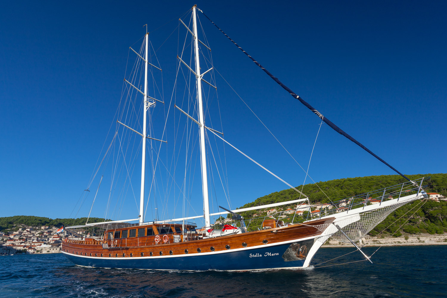 GULET STELLA MARIS  LOA: 38,00m / 125,40ft  GUEST CABINS: 6 Double, 2 Twin  MAX. NUMBER OF GUESTS: 12