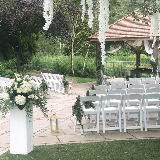 Ivory, green and gold neutral outdoor decor @moddershalloaks_weddings 🌿