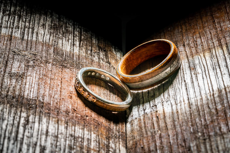 red_11_media_ardbeg_sctoch_wedding_rings_3.jpg