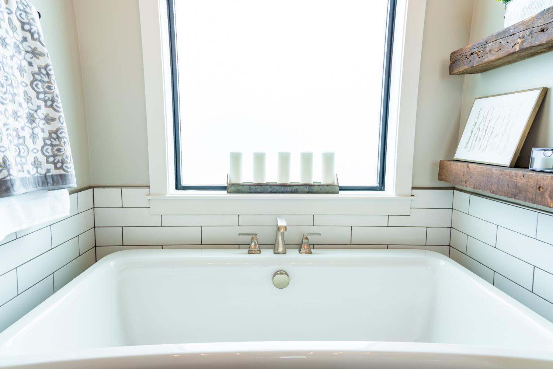 Sherer_Construction_bath_tub.jpg