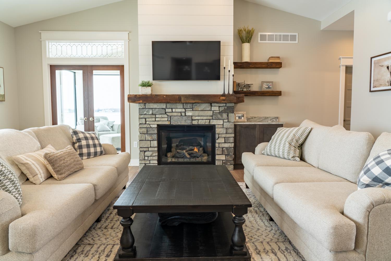 Sherer_Construction_living_room_fireplace.jpg