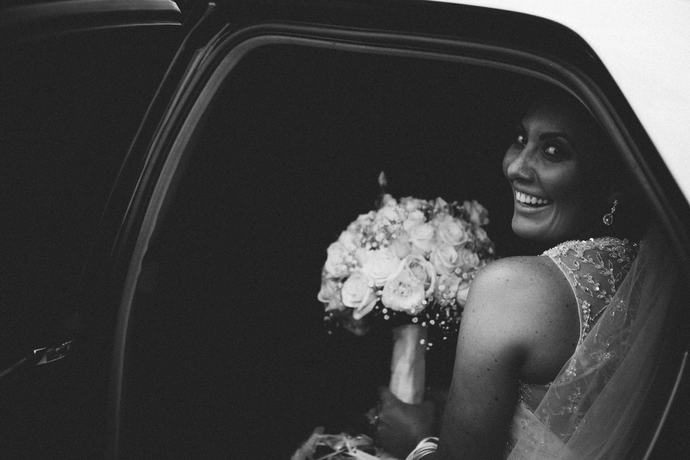 Bride melbourne wedding car.jpg