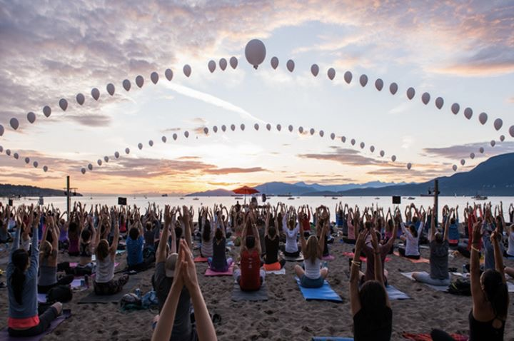 The largest class Jazz has ever taught - Sunset Festival Yoga for Lululemon in Vancouver to over 800 students in 2016.