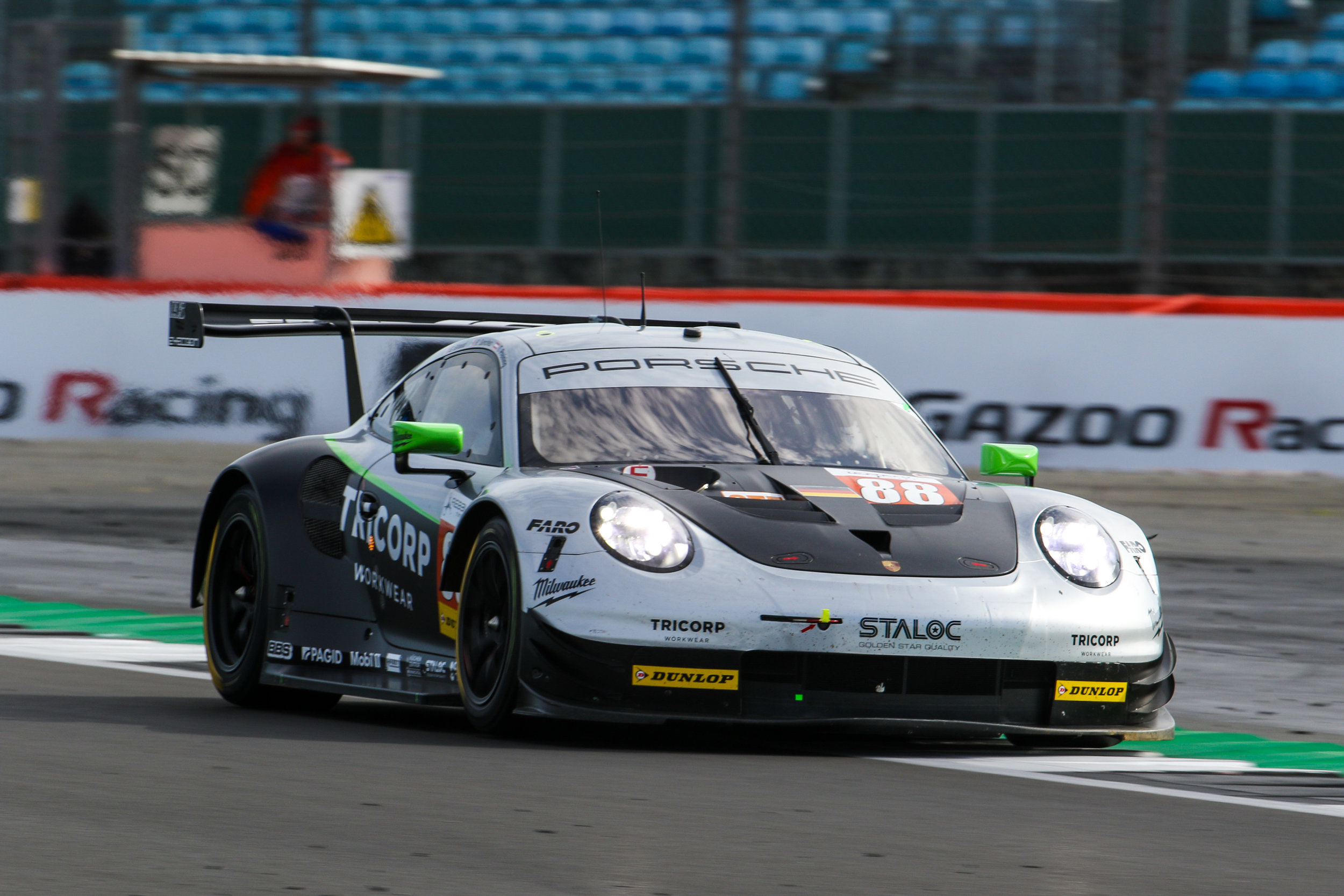 Porsche-Dunlop-Le Mans-Win.jpg