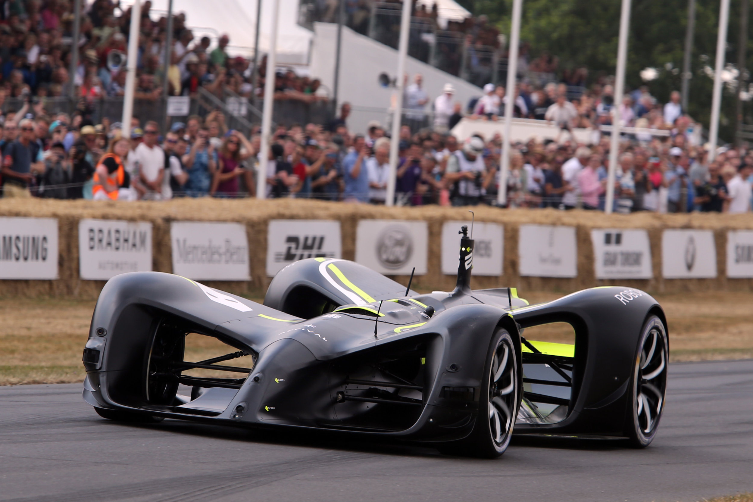 Driverless-race-cars-have-already-been-tested-Roborace-Goodwood-Fesatival-of-Speed.jpg