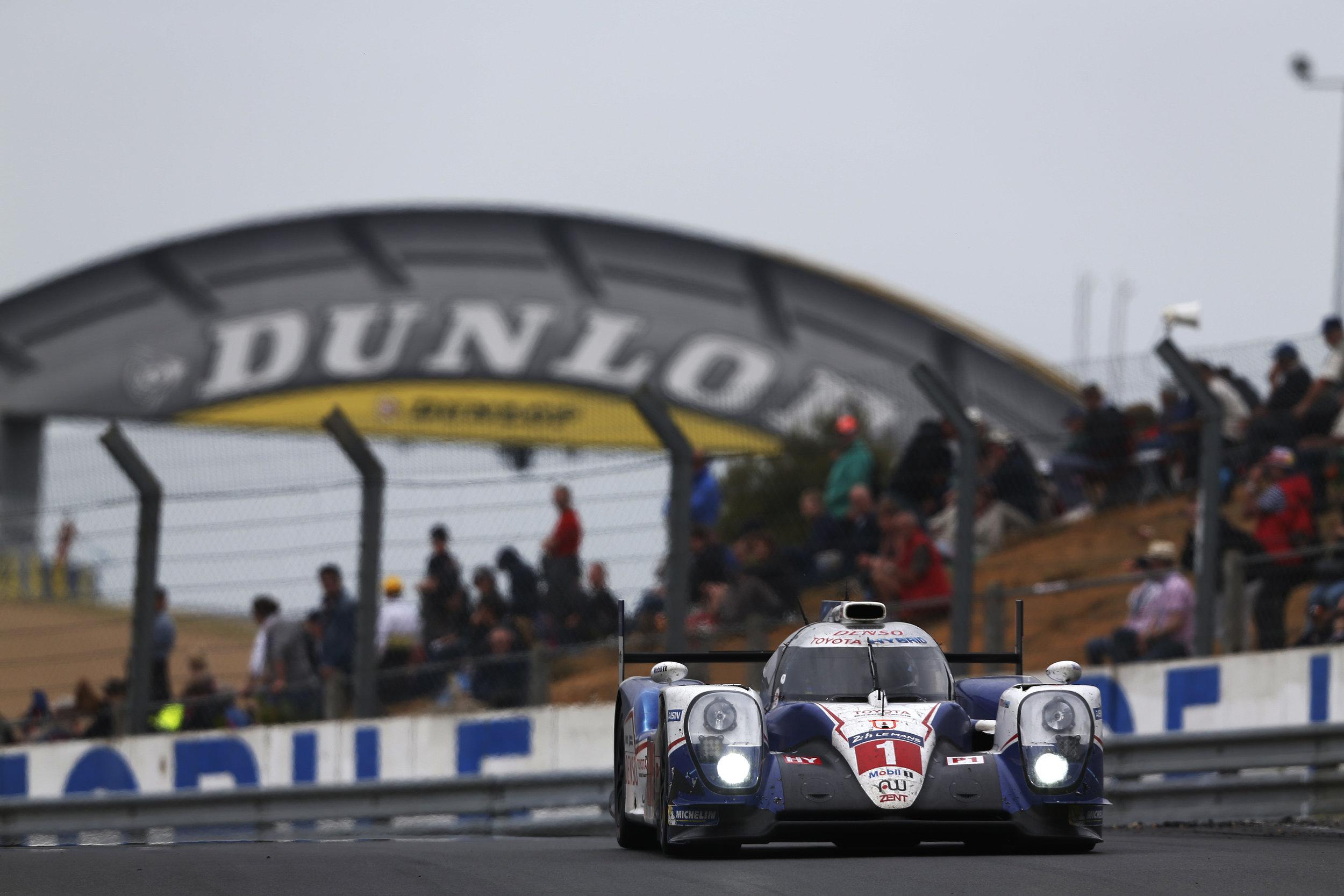 Le-Mans-24h-hybrid-car-Toyota.jpg