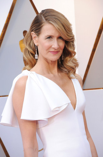 Laura Dern - Showing us all how old school glamour should be done, Laura's timeless Veronica Lake inspired look, with a deep side parting and soft full waves created with tongs is pure class. And I love the auburn hues she has working through her hair.