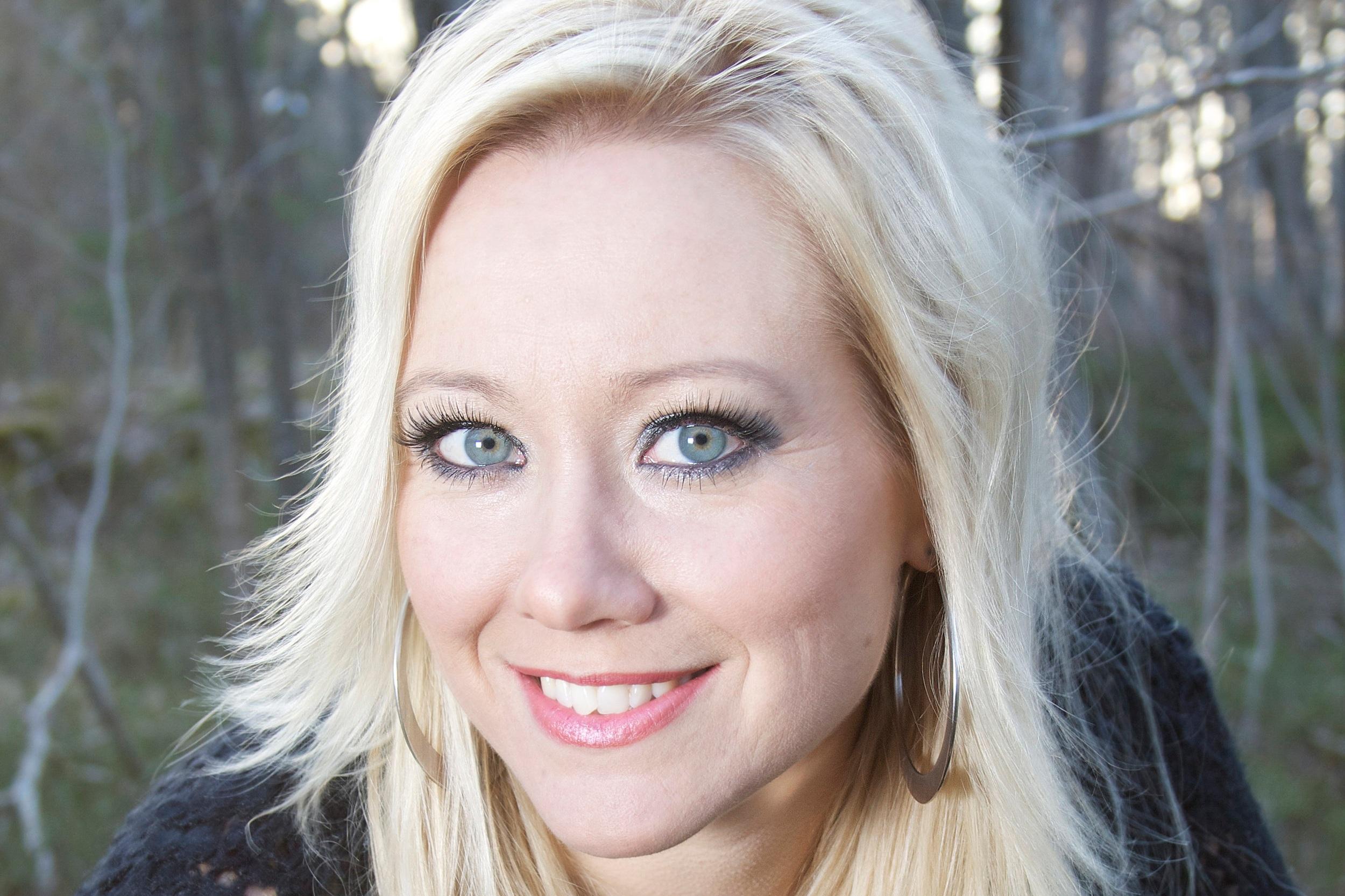 Sara Edwardsson   konferencier, sångerska