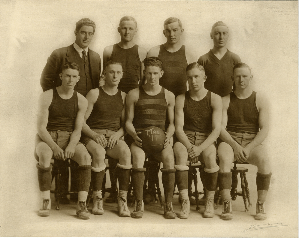 Macalester's basketball team in 1917.