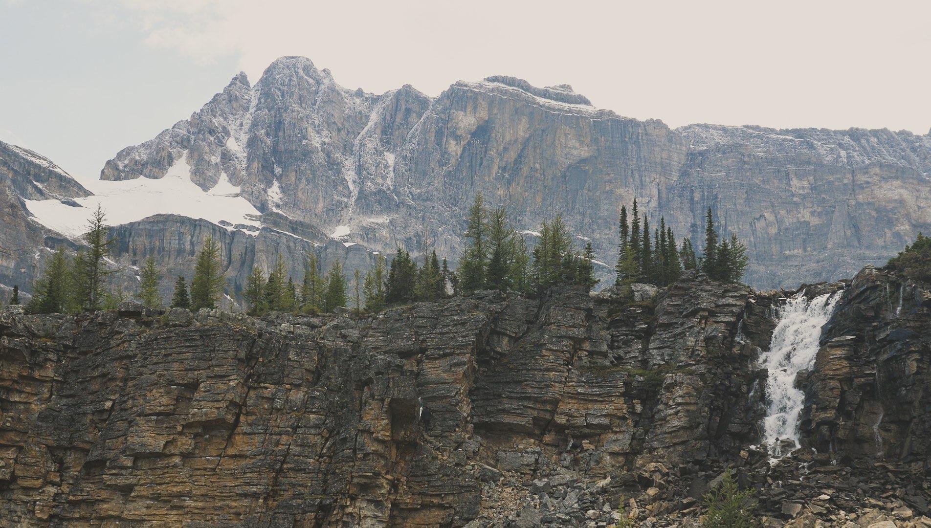 married-in-the-rockies-skoki-valley-hiking-elopement.jpg