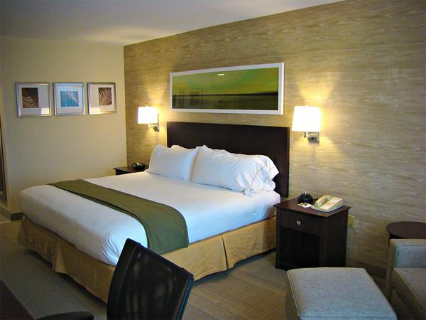 hampton-inn-wilkesboro_holiday_inn_express-1_grande.jpg