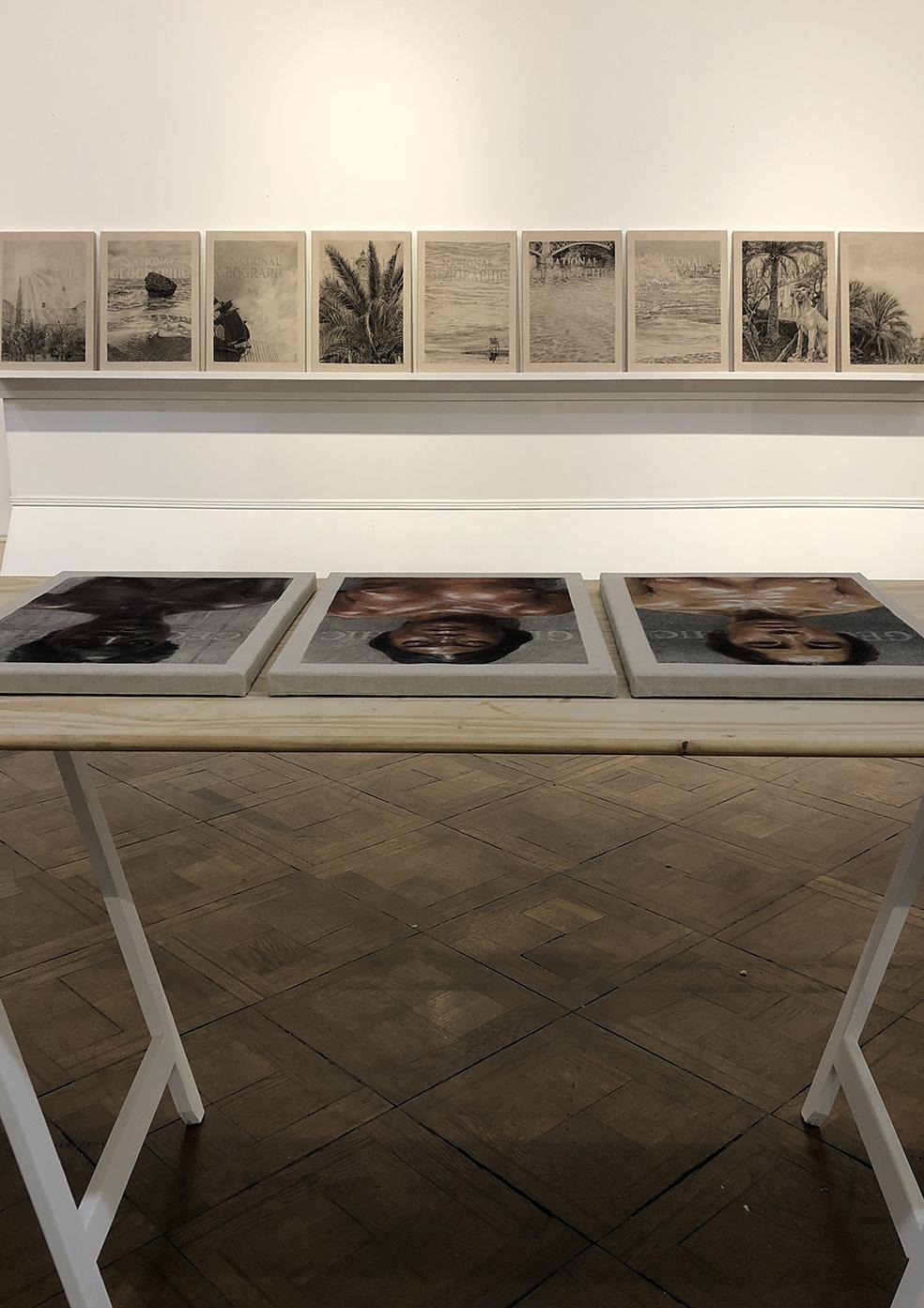 """Vista de montaje de instalación de la exposición """"Fricciones"""" de BienalSur en el Centro Cultural Paco Urondo de la UBA, Buenos Aires, Argentina."""