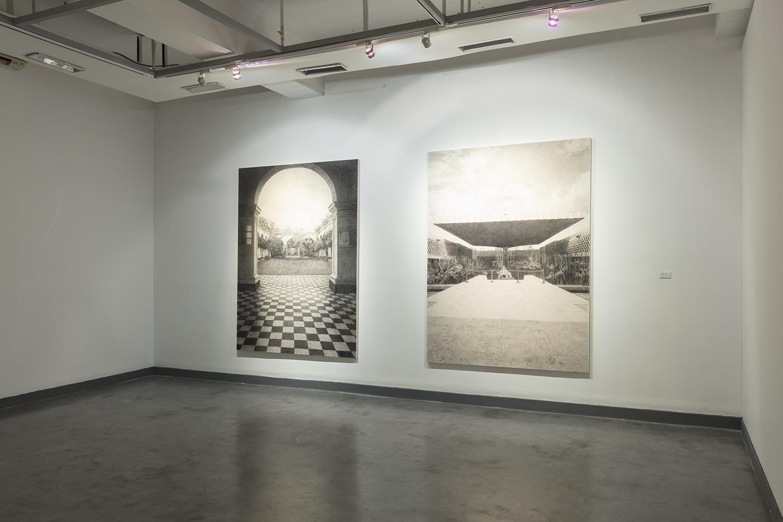 """Vista de instalación de la exposición """"Cuentos bárbaros -otras tempestades-"""" en la Sala Luis Miro Quesada Garland de Miraflores, Lima, Perú."""