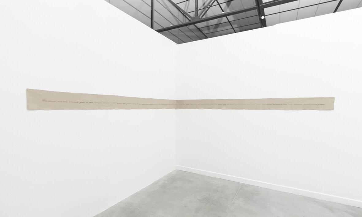 """Vista de instalación de la exposición antológica """"Mestiza"""" en el Museo de Arte Contemporáneo de Lima(MAC), Perú, 2014. Fotografías de instalación por Juan Pablo Murrugarra."""