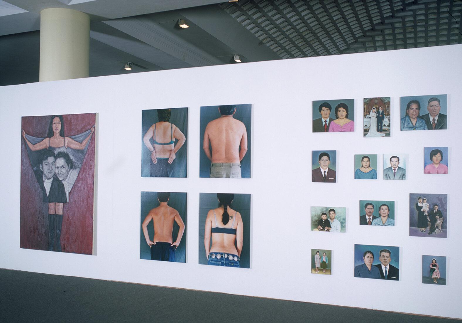 Vista de instalación en la Bienal de Lima, casa de Rivera el Viejo, 2000. Fotografía por Jaime Chávez Guillén.