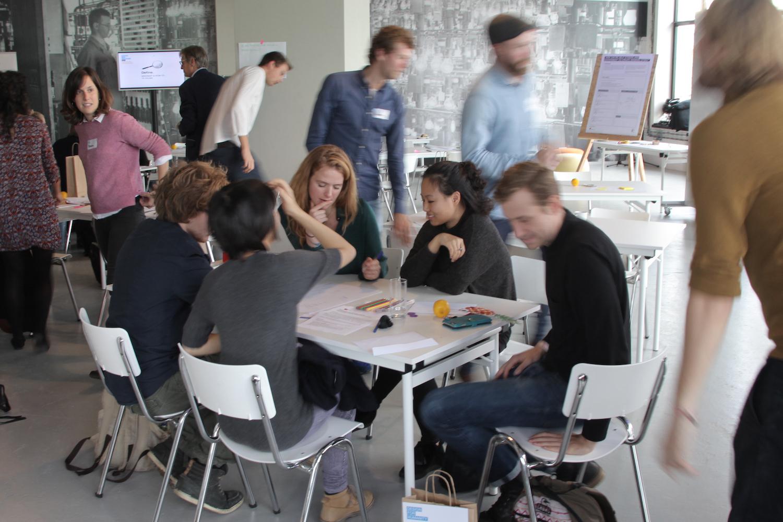 Voor wie is deze workshop? - Je wilt zelfstandig of met je team innoveren en werken aan een geschikte mindset. Je weet niet waar te beginnen om gericht te innoveren en/of wat design thinking überhaupt is. Deze workshop introduceert Design Thinking, laat zien hoe je het dagelijks toe kan passen en geeft praktische handvatten.