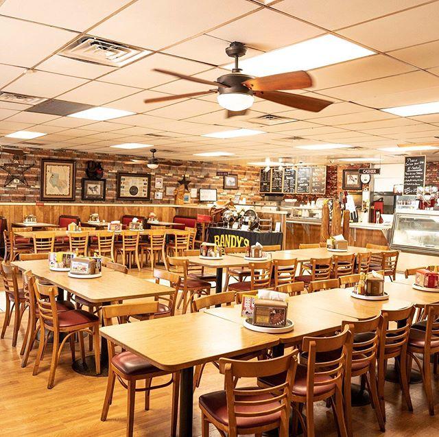 Randys smokehouse, family friendly restaurant