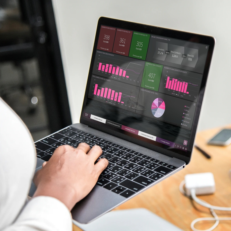 marketing_dashboard_laptop_mac.jpg