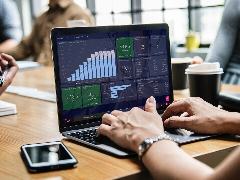 sales_reporting_dashboard_on_laptop.jpg