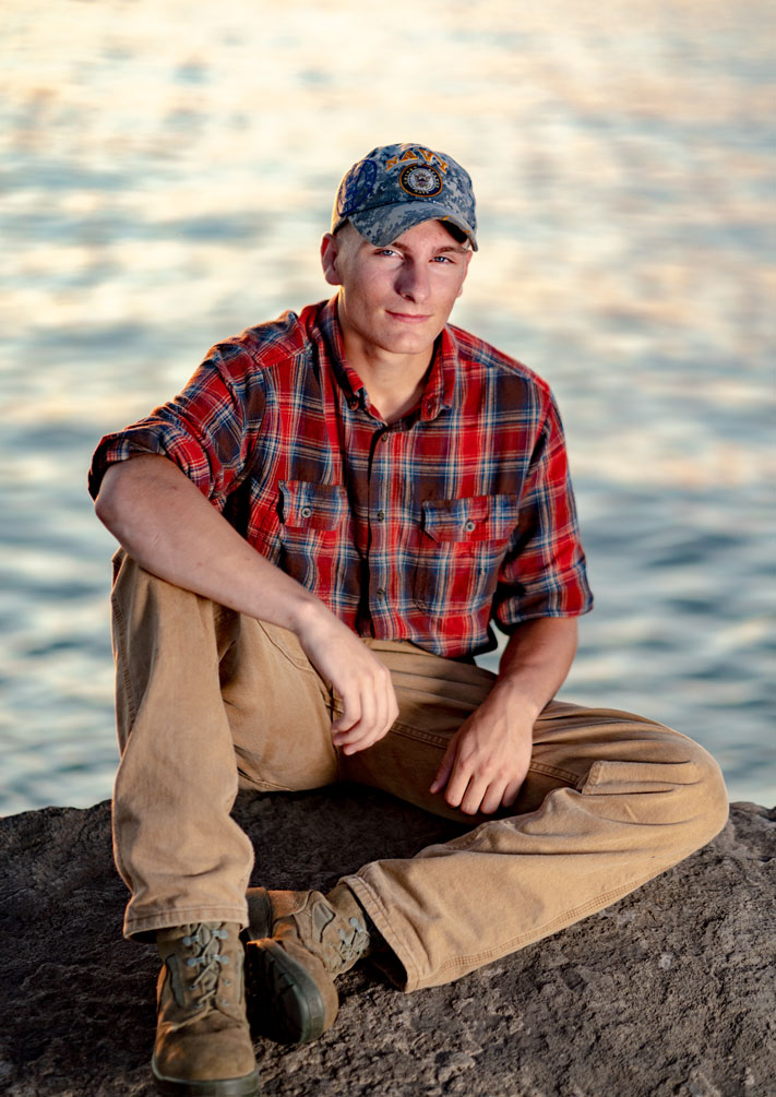 Tom Lindsay Jr. - Joe made the time great for my kids for their senior pictures.(Senior Photo)