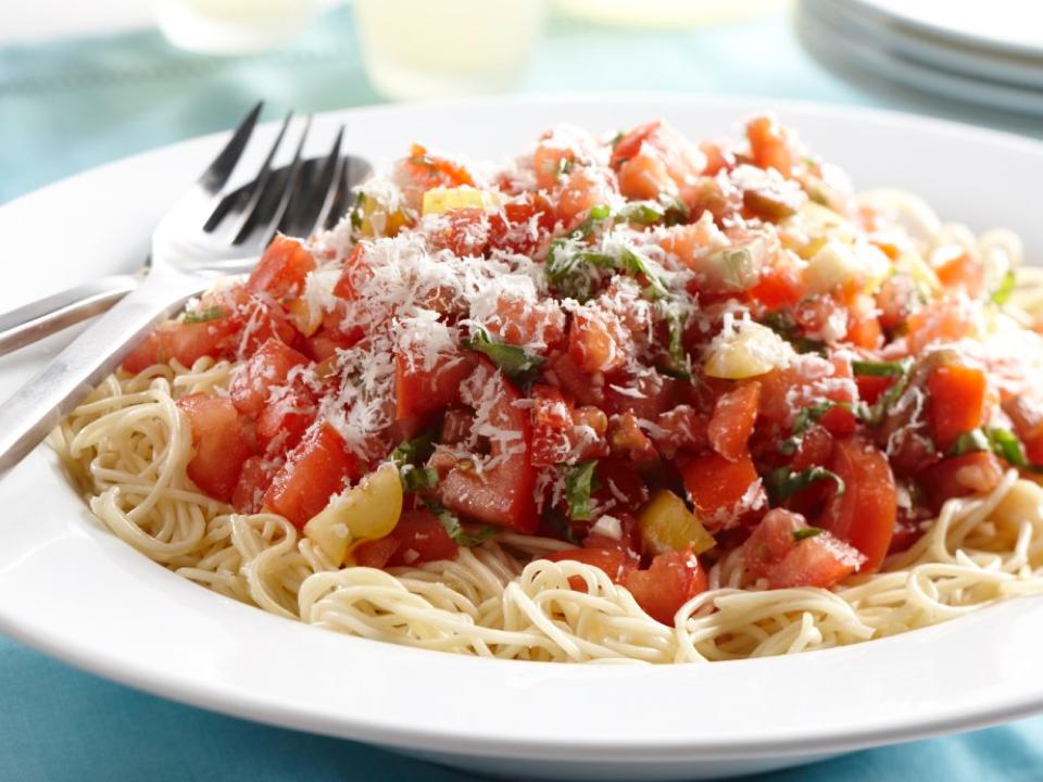 fresh-tomato-and-basil-pasta.png