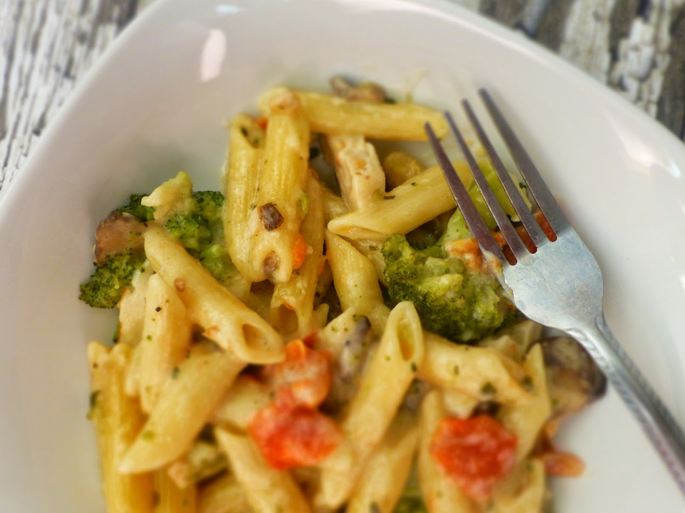 vegan-broccoli-tomato-alfredo.png
