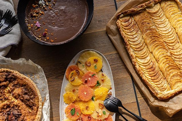 Off for an Autumn feast  with all the colors, simplicity and sweets that go with🤩🌰🐌🍄🍁🥧 #guinguette #guinguettecaterer #truefood #appletart #chocolatemousse #tarteausuc #agrums