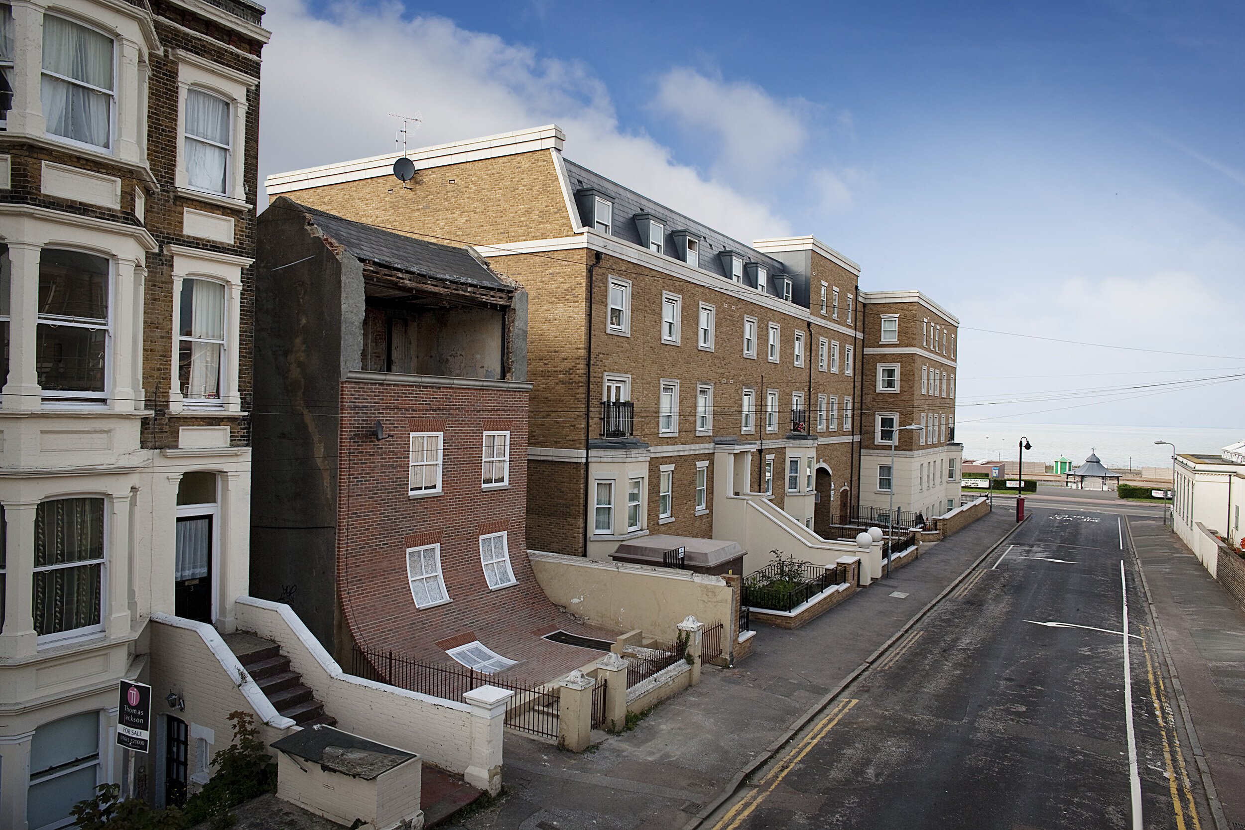 3. Alex Chinneck - From the knees of my nose to the belly of my toes - Image by Stephen O'Flaherty.jpg