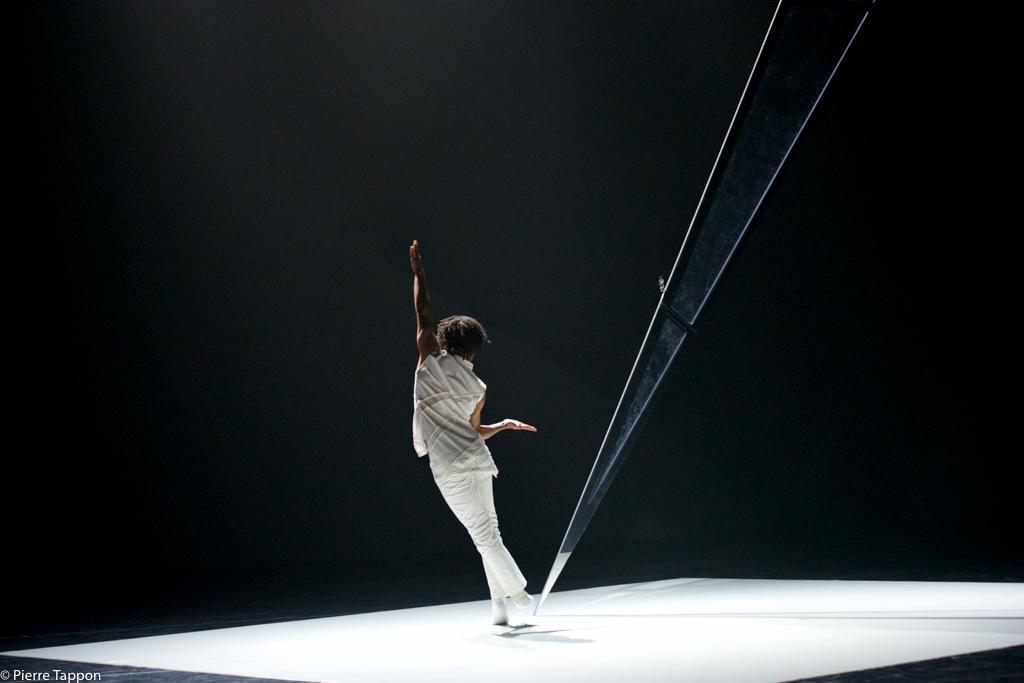Rambert 3 Dancers 291.jpg