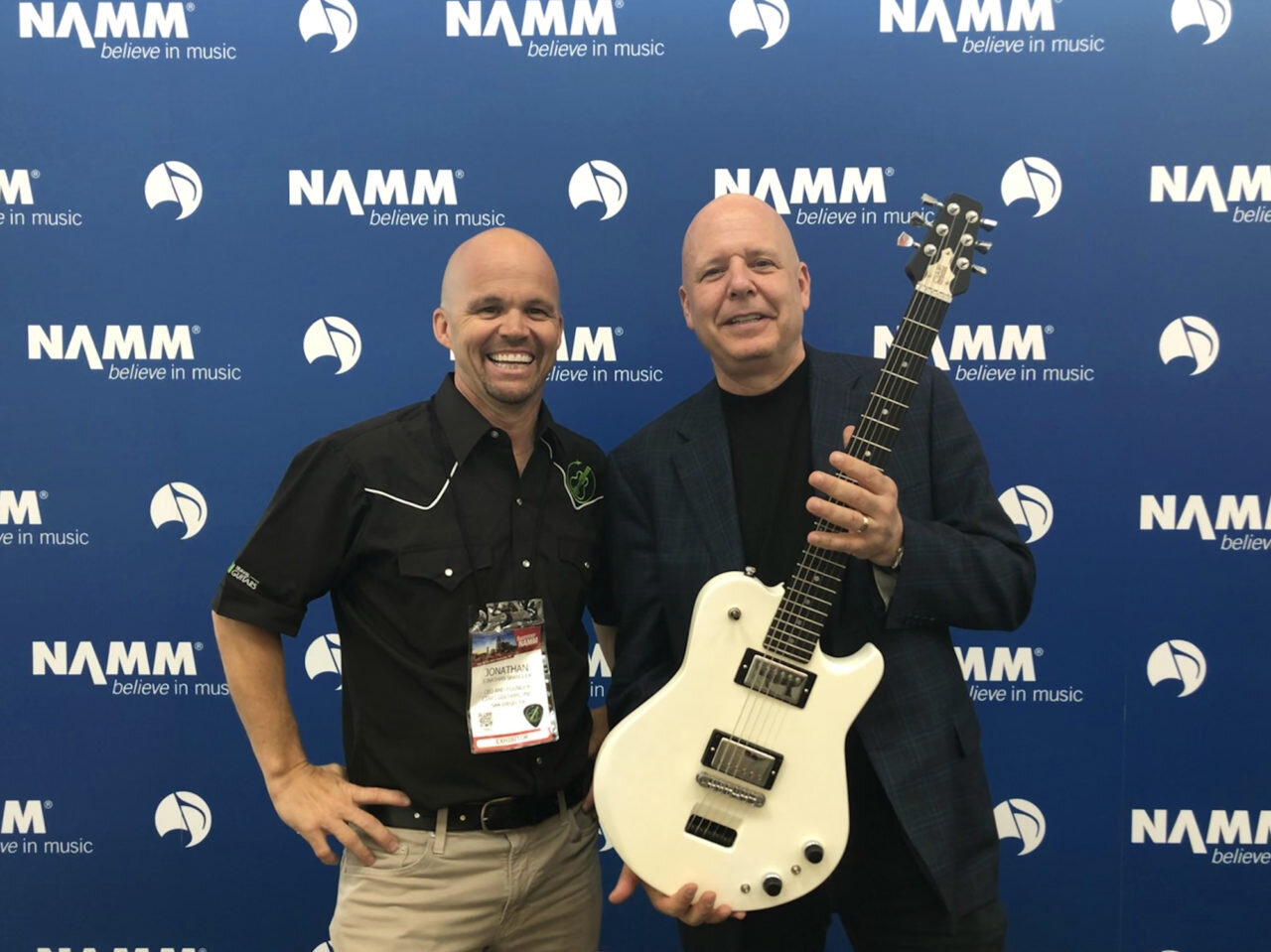 Shep Hyken shows off The Ascender with Ciari Guitars CEO & Founder, Jonathan Spangler