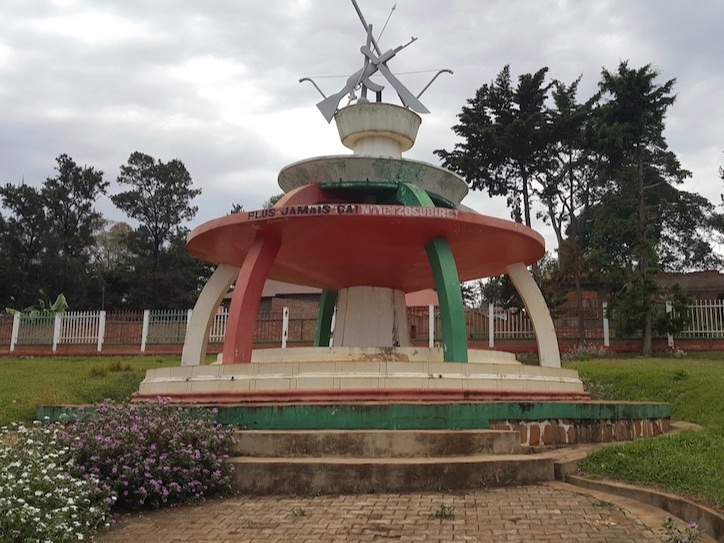 %21Genocide_monument_Gitega_Center_sized.jpg