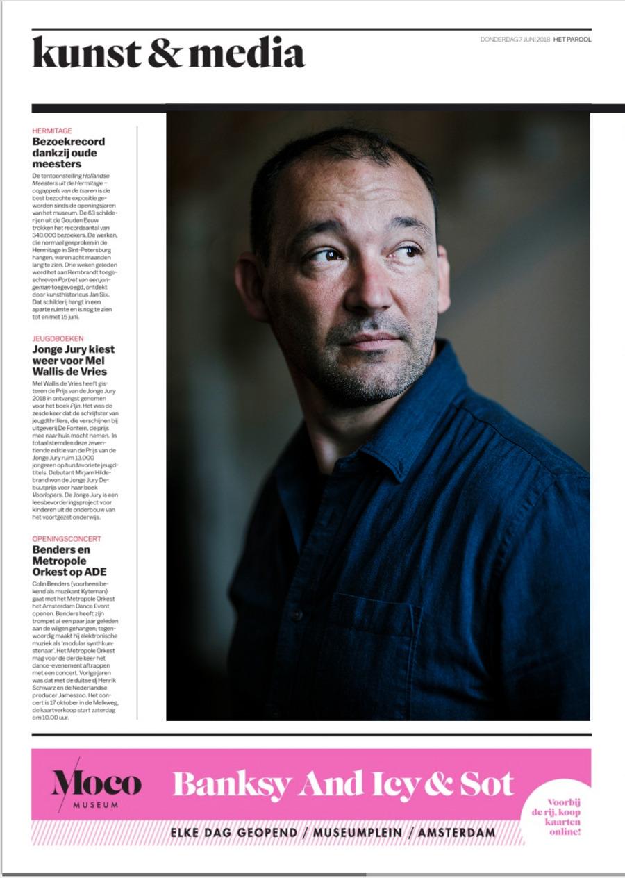 De Welshe schrijver Cynan Jones,  eerder deze week in Het Parool.  Zijn debuutroman The Long Dry is nu (jaren later) vertaald naar het Nederlands.  Mooi interview met Maarten Moll, doet mij het boek willen lezen.