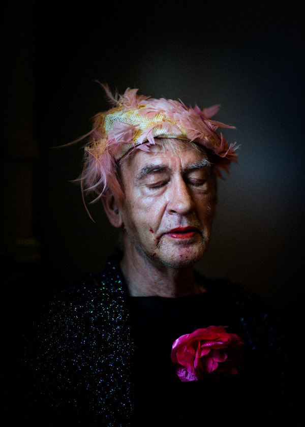Amsterdam, 2 juli 2015.  Portret van Rob de Vries (65) in opdracht van Het Parool voor stuk over homoseksuelen in de ouderenzorg. foto © Marc Driessen