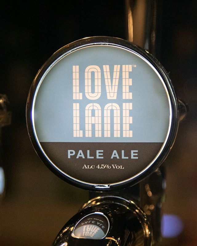 """Get your Love Lane on...."" ⠀ I feel like that's a song... maybe not?⠀ ...anyway, we've got this lovely English Pale Ale brewed in Liverpool.⠀ Notes of Pine, citrus, Satsumas, grapefruit and biscuits. ⠀ @lovelanebrewing⠀ .⠀ .⠀ .⠀ .⠀ .⠀ #craftbeer #beer #beerstagram #beerporn #instabeer #beergeek #ipa #beerlover #cerveza #drinklocal #bier #craftbeerlover #birra #brewery #beerme  #craftbeerporn #craftbeerlife  #cerveja #craftnotcrap #beerlovers  #beersnob #beernerd #beertime"