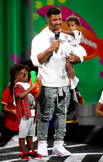 Russel Wilson 2018 Kids Choice Awards 3.png